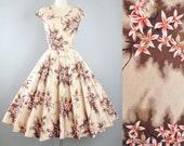 Vintage 1950s Paradise HAWAII Dress / 50s Cotton HAWAIIAN Sundress Beige Cream Tropical Floral Full Skirt Garden Picnic Pinup Rockabilly XS