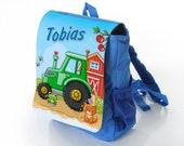 Kinderrucksack blau mit Name Motiv: Traktor grün