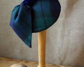 Headpiece Fascinator Pillbox Haarschmuck Tartan Kariert Weihnachten blau Schotten Karo Schleife Kopfschmuck Hütchen Vintage 50er Jahre Hut
