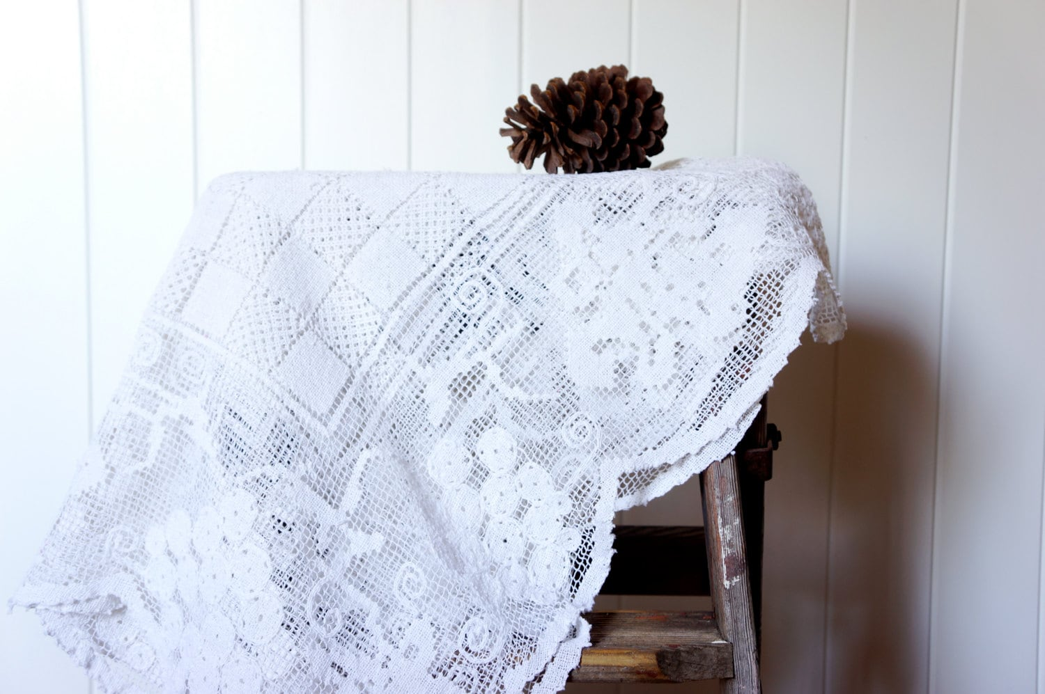 Vintage handmade lace tablecloth - AlbertandGrace