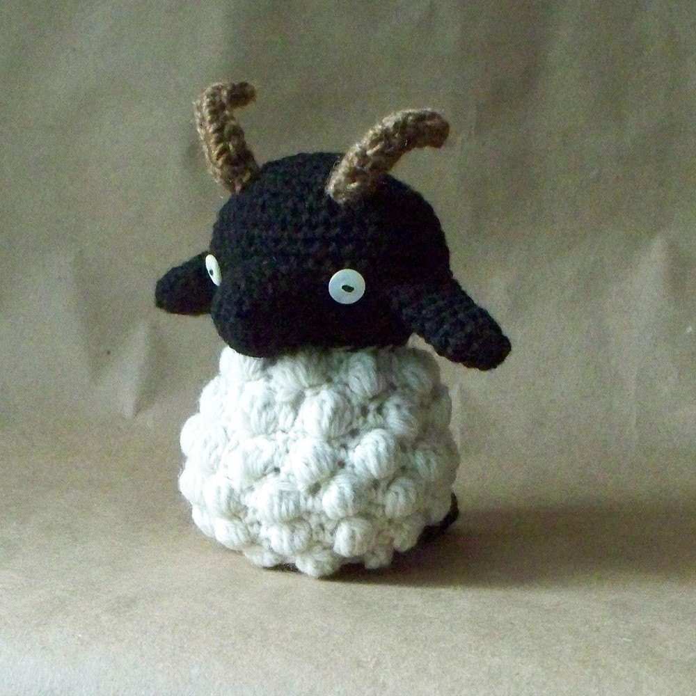 Items similar to Small Amigurumi Sheep with Horns on Etsy