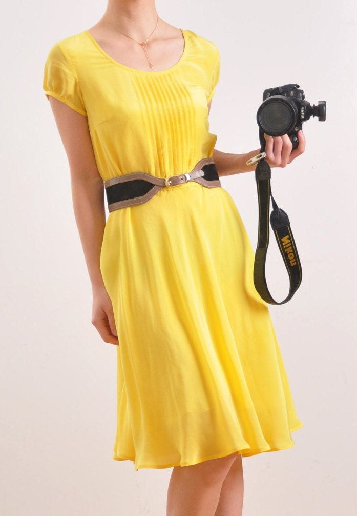 لیمو زرد خالص ابریشم کرپ ژرژت آستین کوتاه حرکت شبیه چمچه زنی گردن پلیسه دار لباس