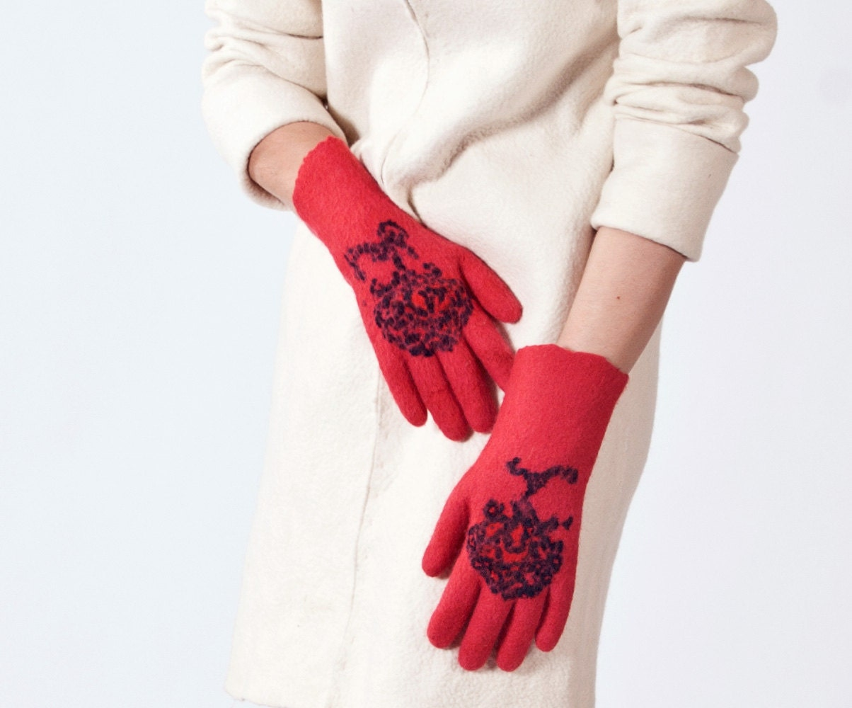 felted  gloves- red  seamless gloves-ready to ship- valentines day - vilnone