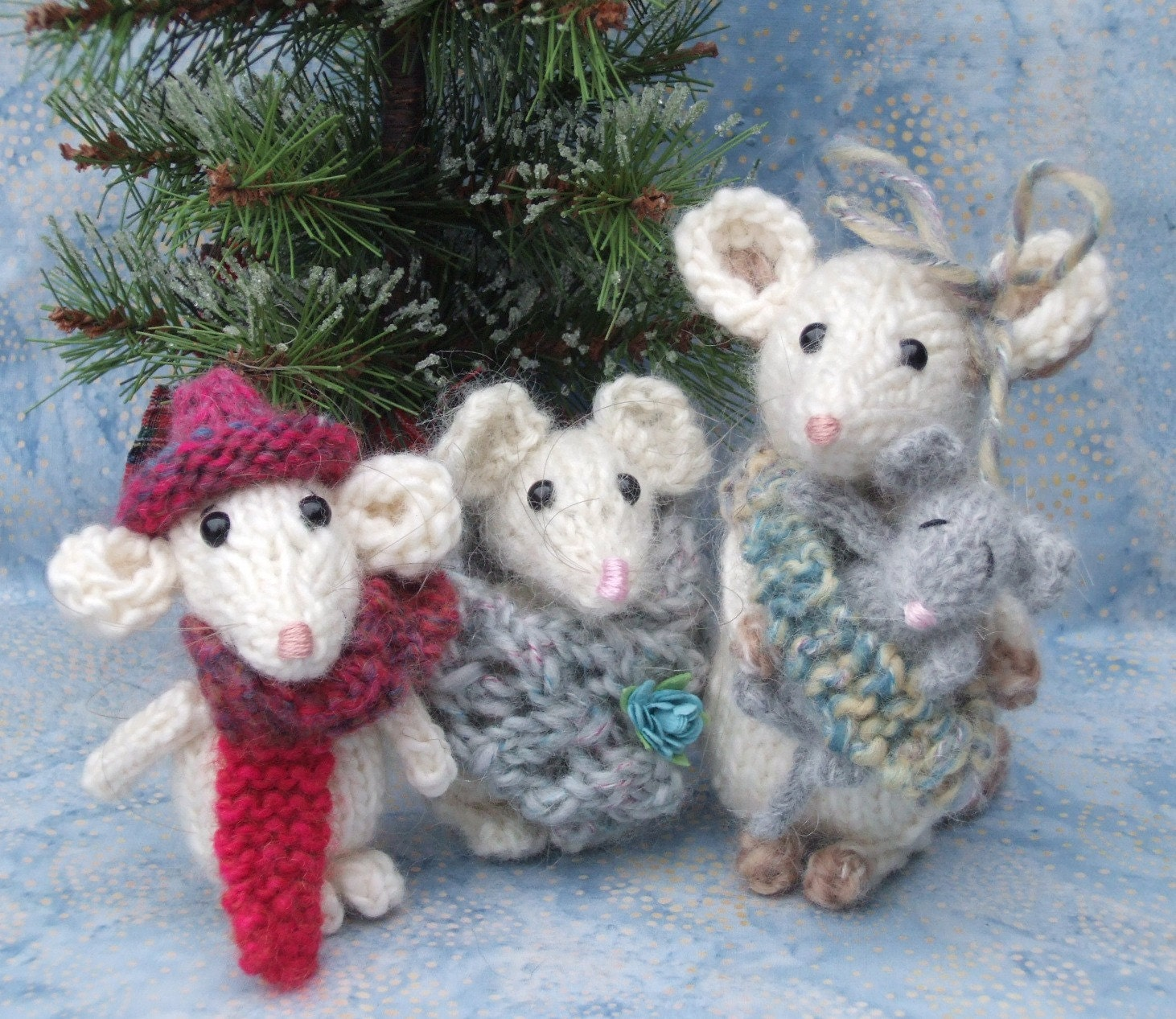 Knitted Mouse Family Pattern by ViolaSueKnits on Etsy