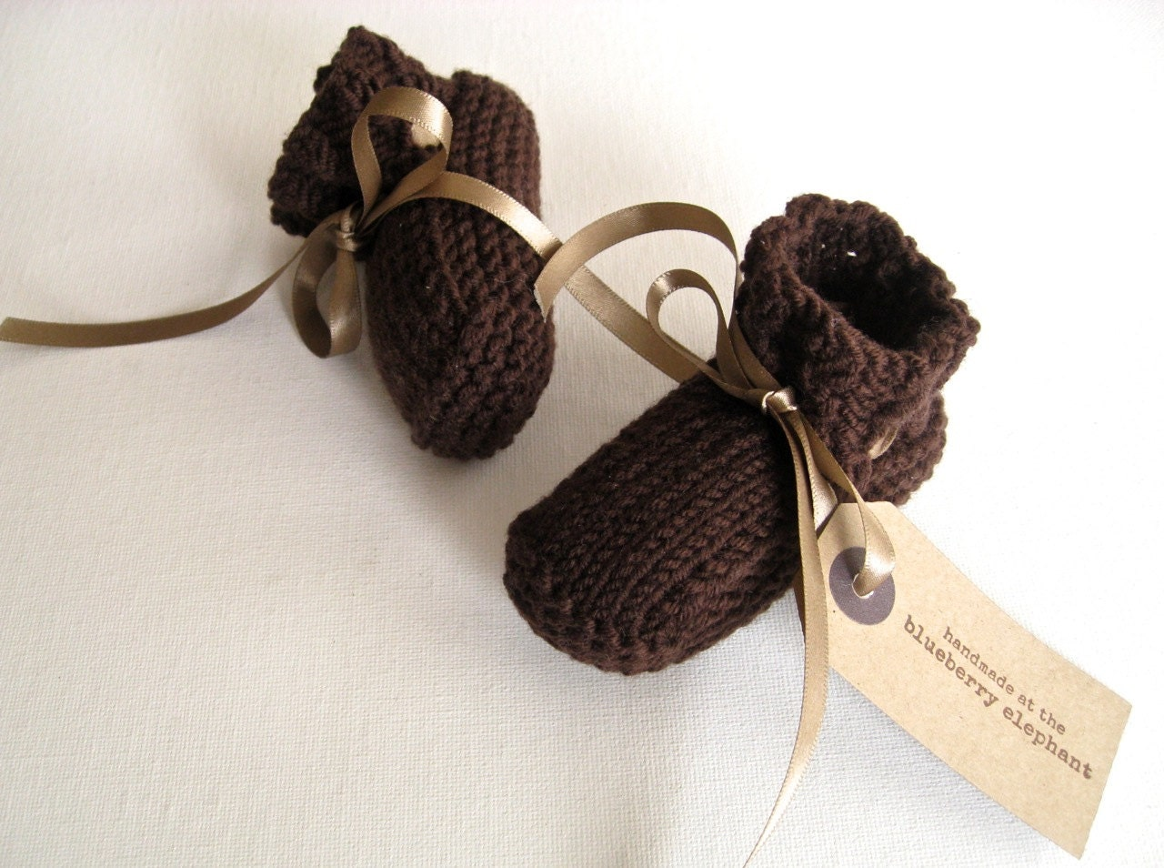 Hand knit baby booties. Brown chocolate merino wool. - TheBlueberryElephant