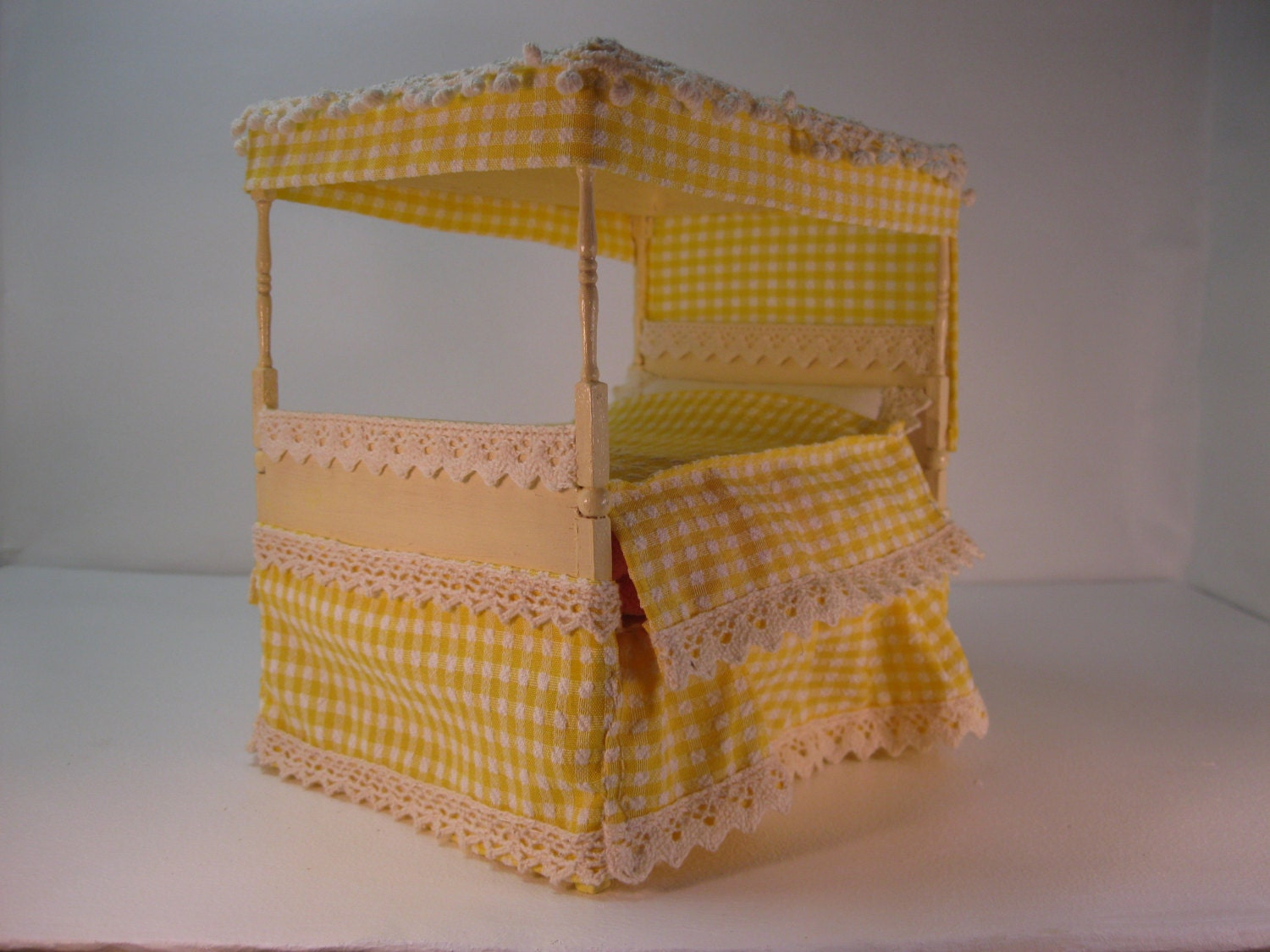 Dolls house 112th Gingham four poster bed