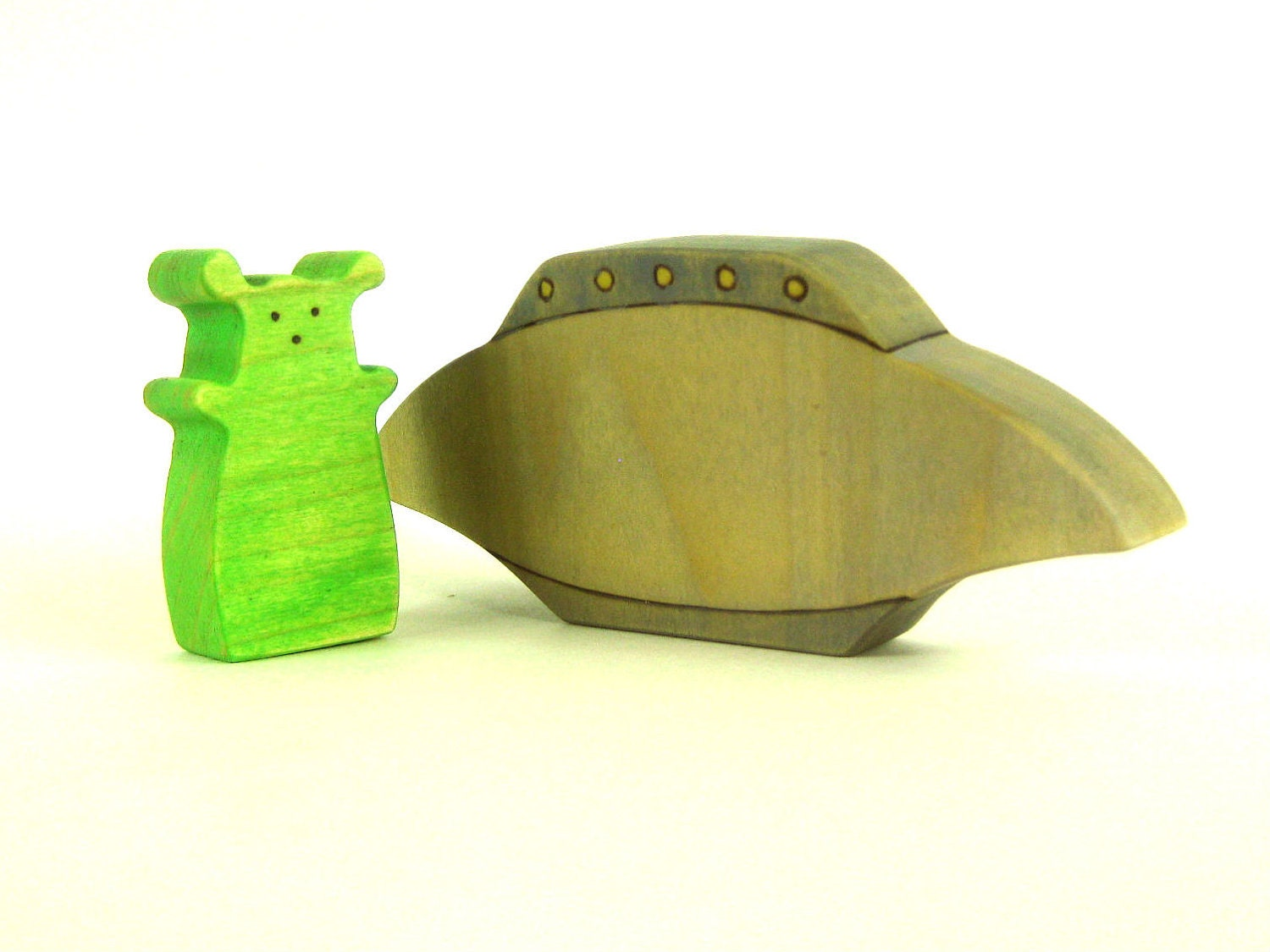 Alien and UFO Wood Toy - Kids Toy - Wooden Toy - ArmadilloDreams