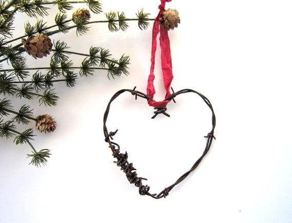 Christmas Heart Ornaments Christmas Ornaments Rustic Christmas Decor Wedding decor wedding favor Cowboy barbed wire heart - TheLonelyHeart