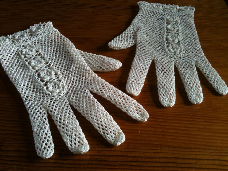Rosey crochet Lace gloves - HookCrochet