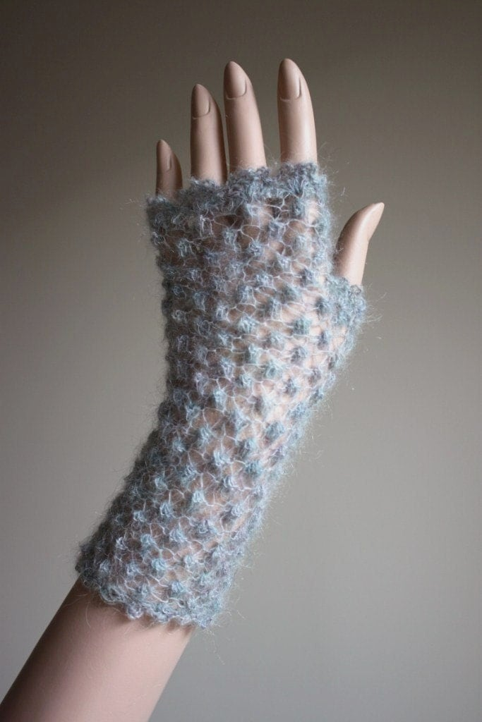 Grey color fingerless in mohair