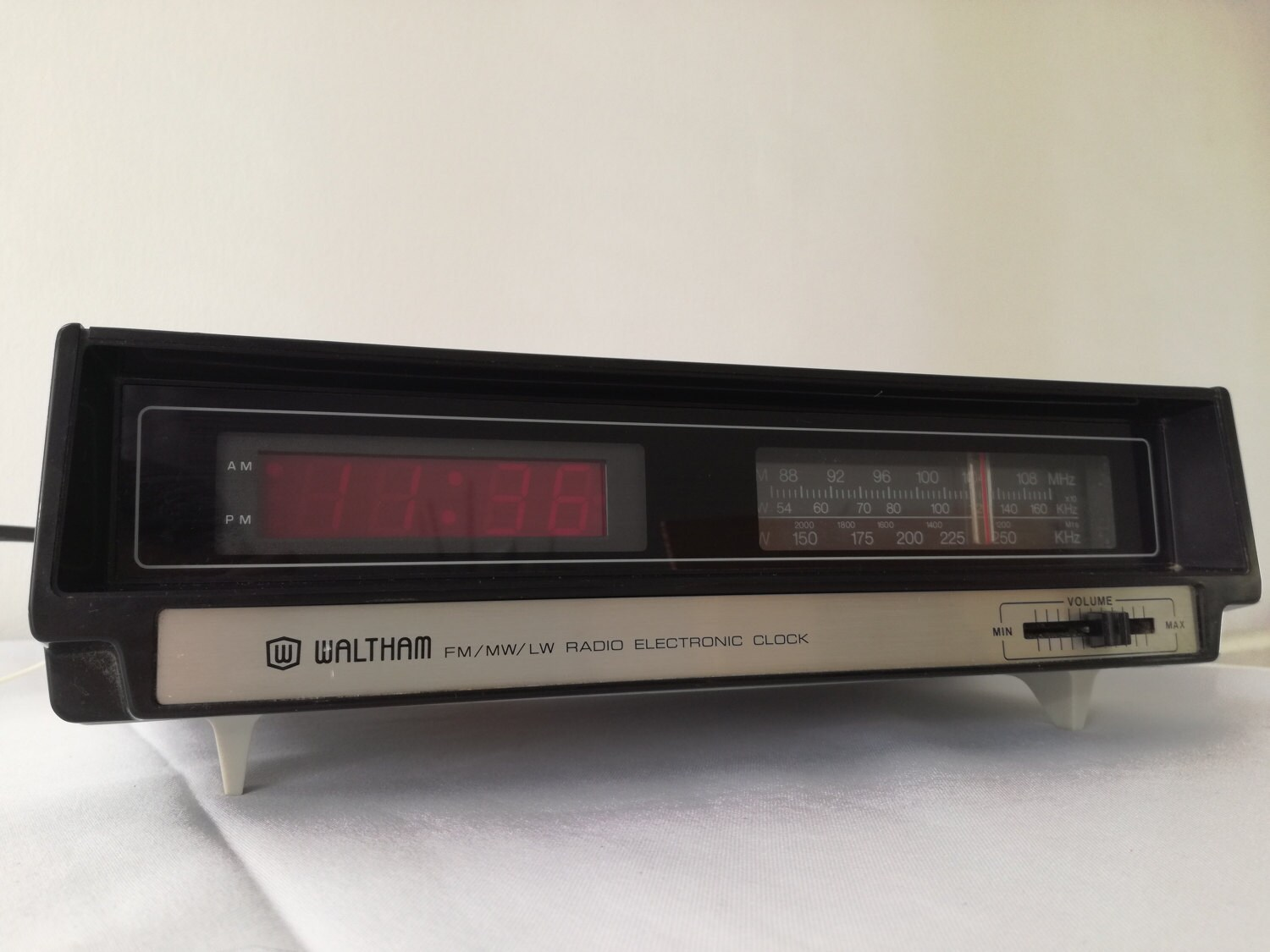 Vintage Waltham Mains LED Alarm Clock Radio Fully Working  1970  1980s  very good condition