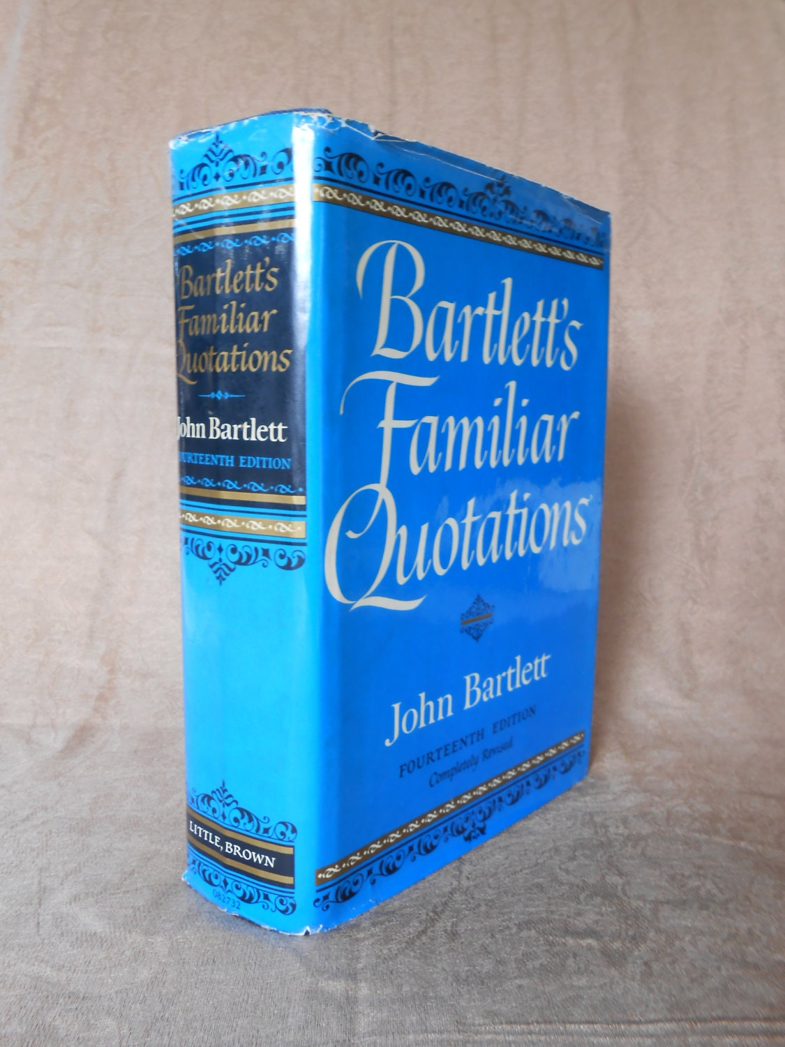 1968 Bartlett's Familiar Quotations Blue & Gold hardback - RetroPhoenix