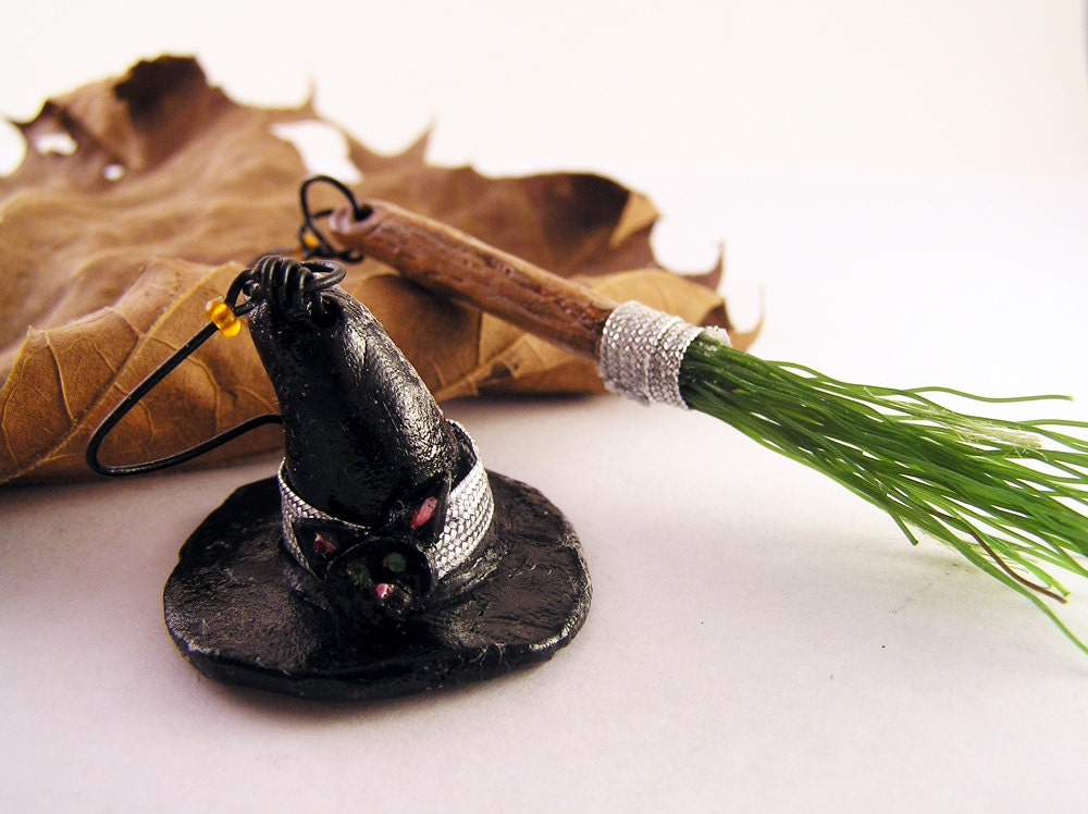 Halloween earrings. Witches hat and broom earrings. Spooky Halloween jewelry - TheAmethystDragonfly