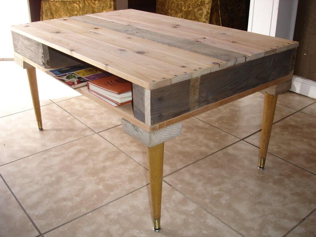 Paletas de madera reciclada de medio siglo Mesa de