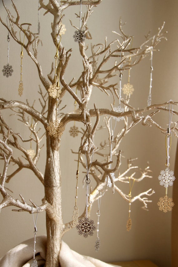 Glitter Christmas Tree with Snowflake Ornaments, Christmas Holiday Decorations - SimplyMadWeddings