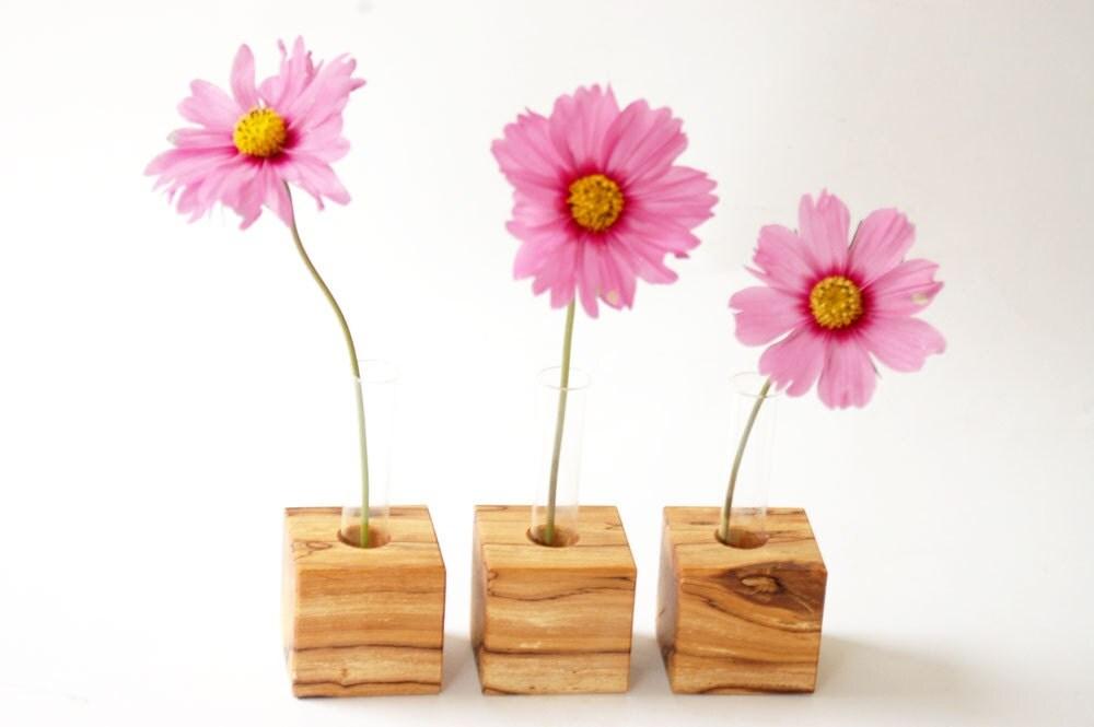 modern bud vase, romantic - Myflowermeadow