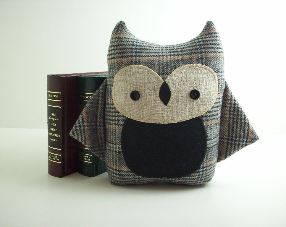Owl pillow in grey plaid - warmpersonality