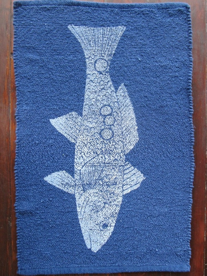 bath mat / cotton rug  REDFISH  color: white on navy blue - AnneHallDesigns