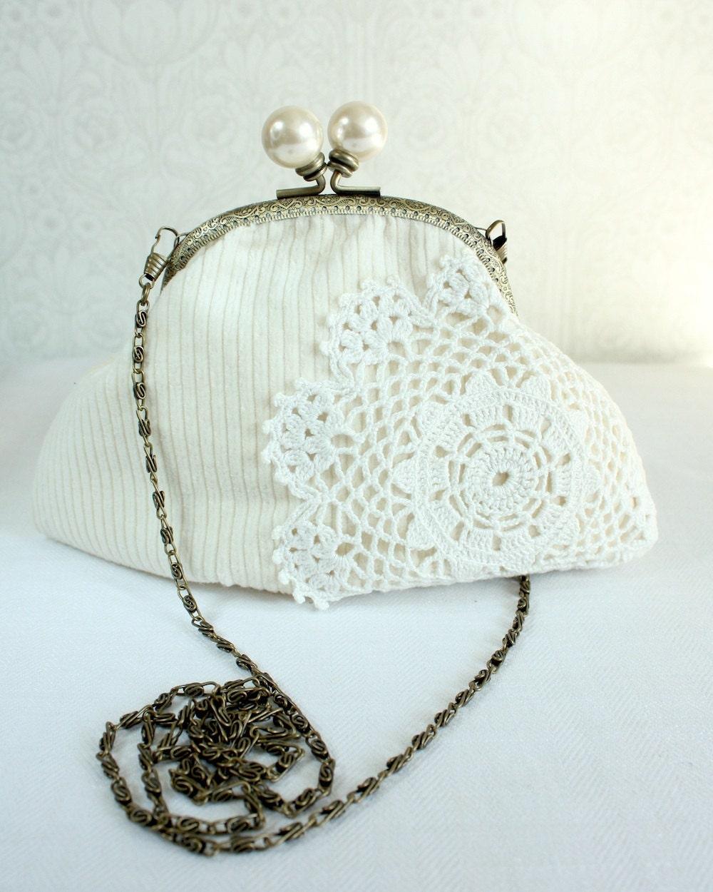 кошелек со старинными кружевами салфетка, белый на белом
