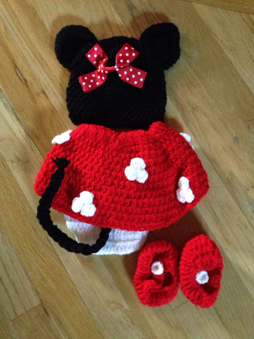 Baby crochet Minnie Mouse outfit. newborn by ...