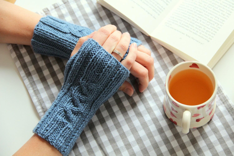 Pattern: Knitted Fingerless Gloves - creJJtion