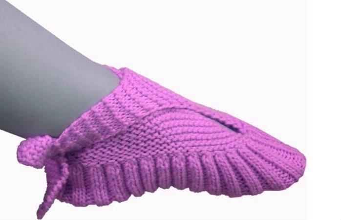 Knitting Pattern For Pocketbook Slippers : Knit slippers Ankle Tied Ballerina Travel Pocket Slipper Socks Vintage ... Im...