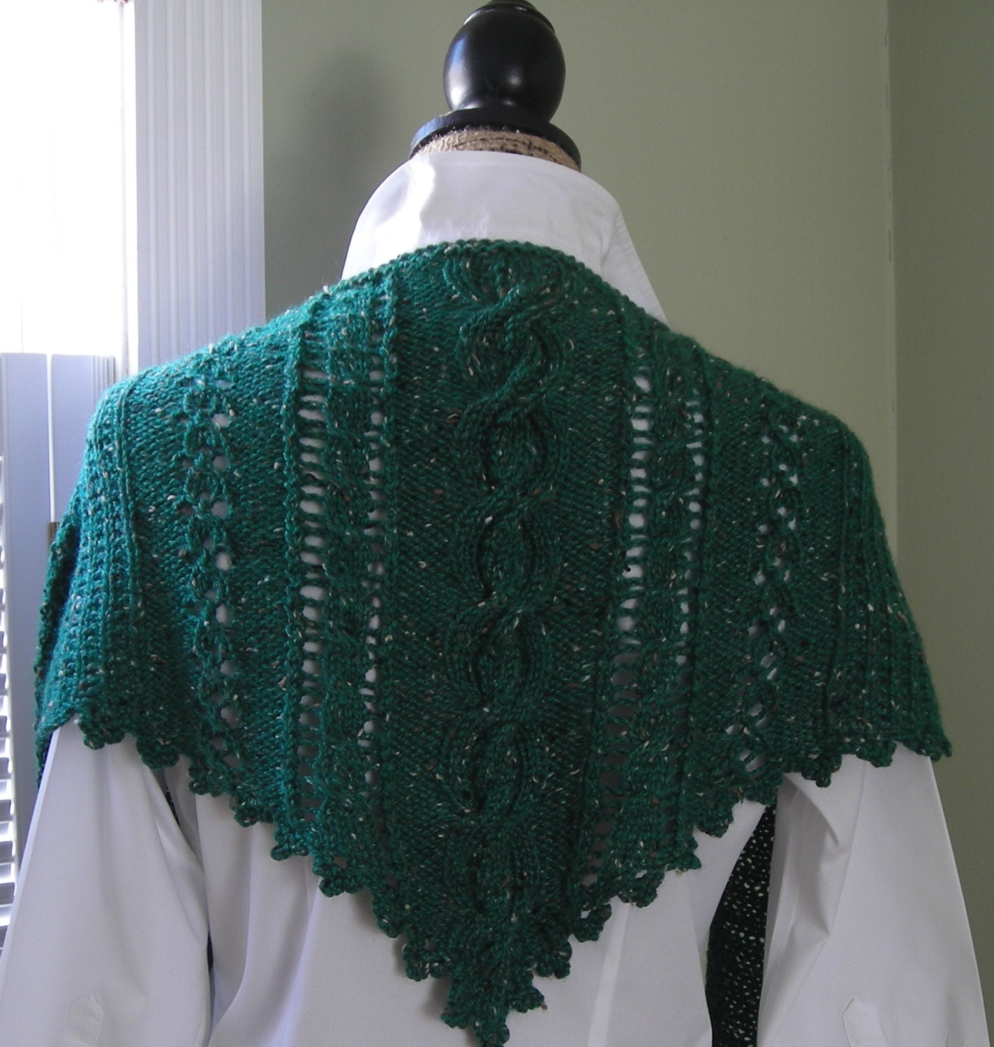 Knitting Websites Ireland : Clover lace cabled shawlette pdf knitting by lavenderhillknits