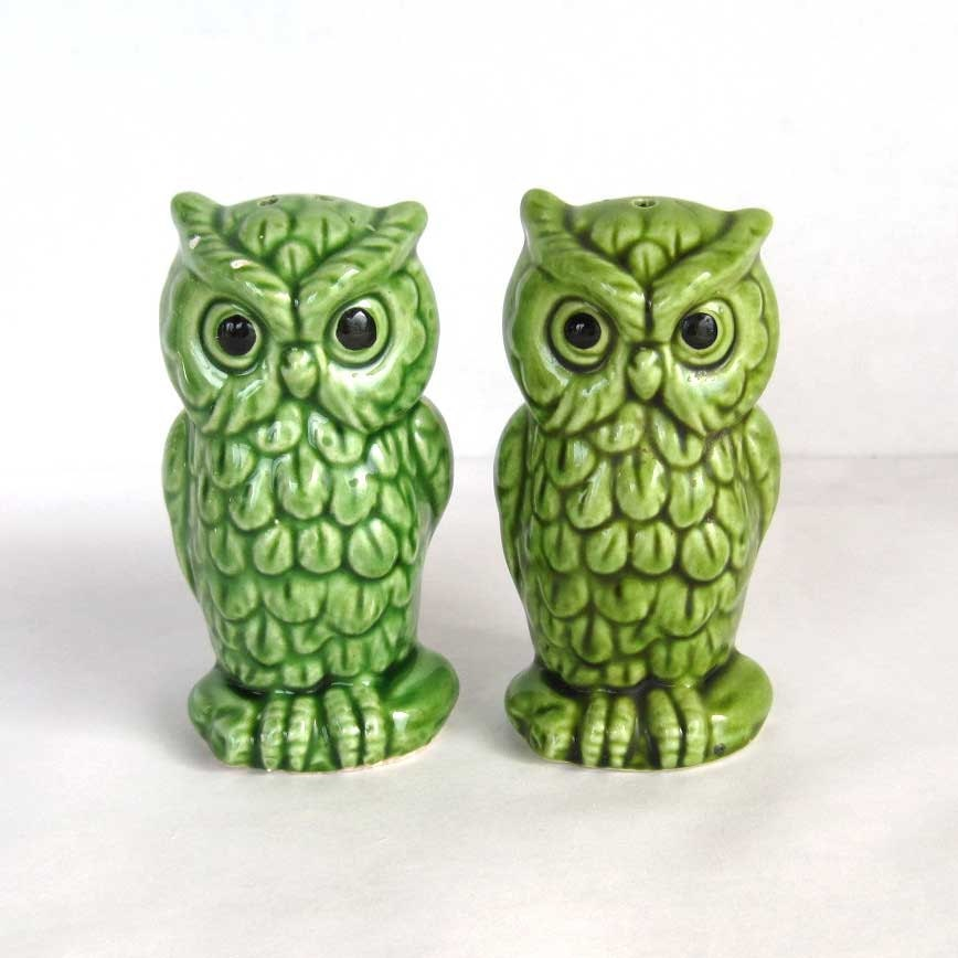 Salt and pepper shakers owls made in japan 3 5 inches tall green
