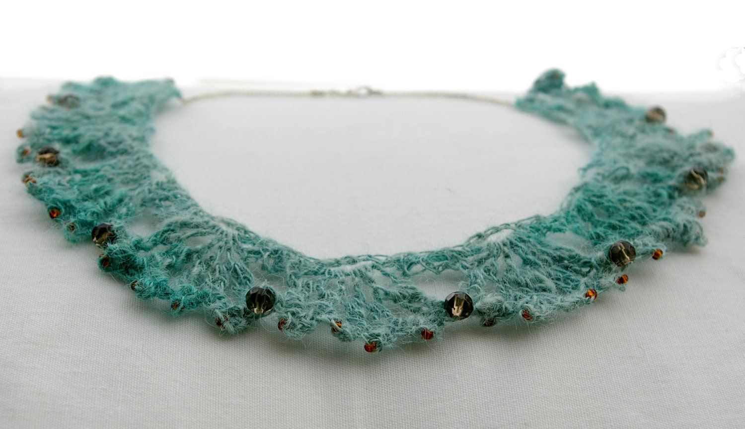 Crocheted necklace, turquoise lace whit glass beads