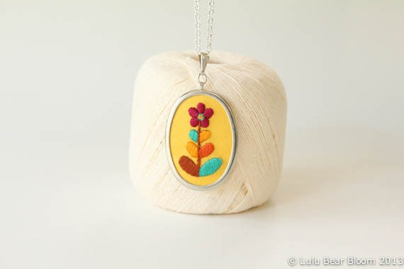Retro Flower Hand Embroidered Pendant Necklace Flower Yellow Colourful Blooming Necklace - LULUBEARBLOOM