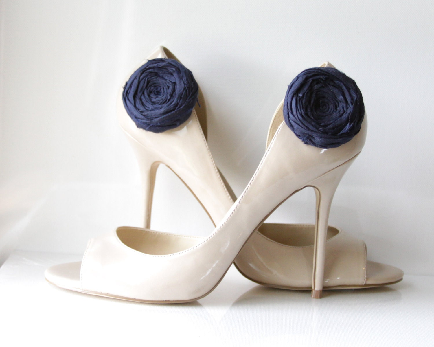 Rosette Shoe Clips Navy Blue or your choice Silk Flower Shoe Clips with Bluette Clips Bridal Party Gift Shoe Blooms 2 inches - Brydferth