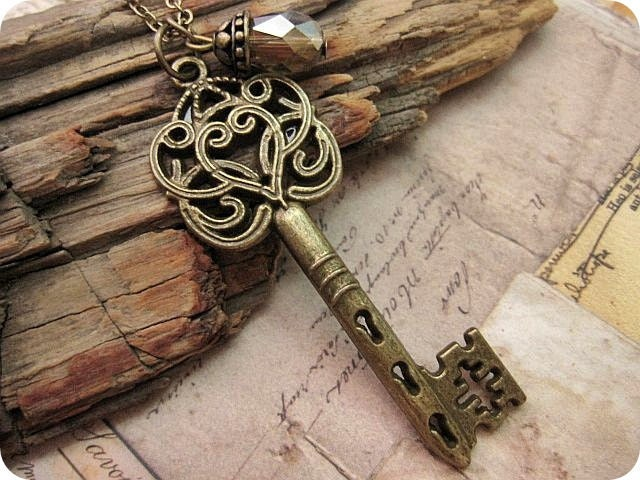 Ornate Style Victorian Key Necklace - trinketsforkeeps