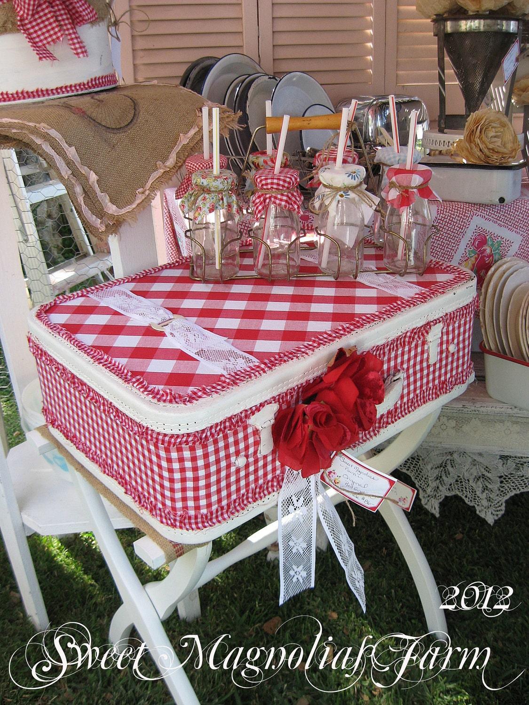 Vintage Upcycled Чемодан - Red Проверить Gingham и кружева - Vintage Rose Millinery - сельский дом Chic