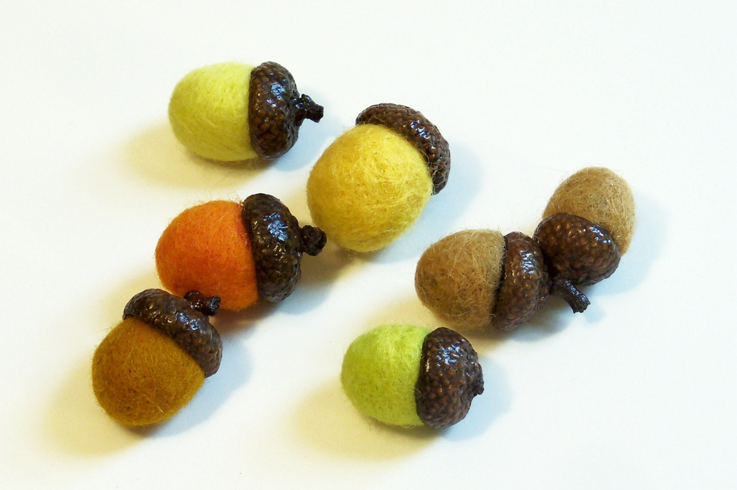 Needle Felted Acorns - Seven in Assorted Fall Colors - syodercrafts