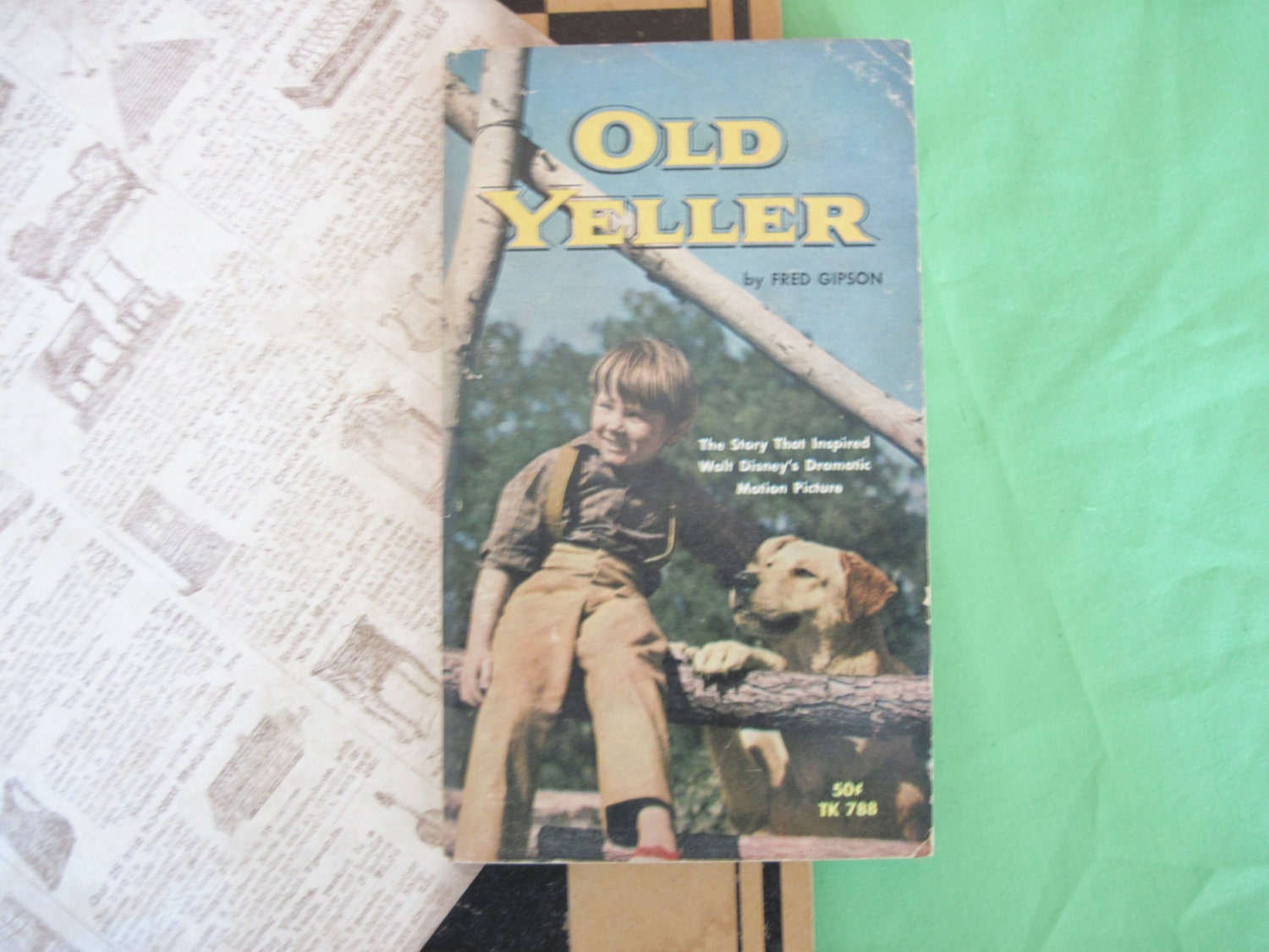 Old Yeller Book Cover : Old yeller vintage paperback book juvenile by beanstergoods