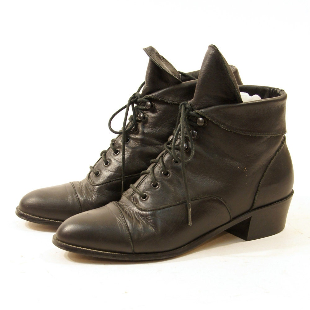 90s Black Leather Lace Up Ankle Boots with Cuff / Women's sz 7.5
