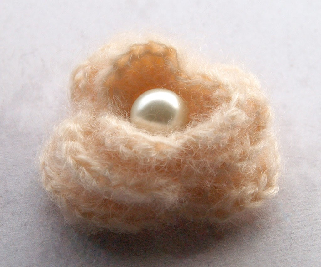 Dusty peach lilly crochet brooch - TheBroochBoutique