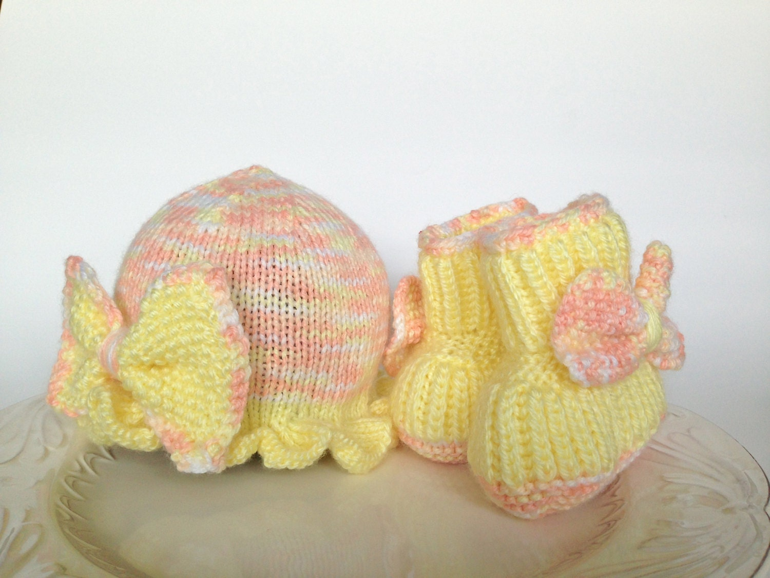 Hand knitted set for baby girl 0-3 months - hat and booties - TinyLoveGifts