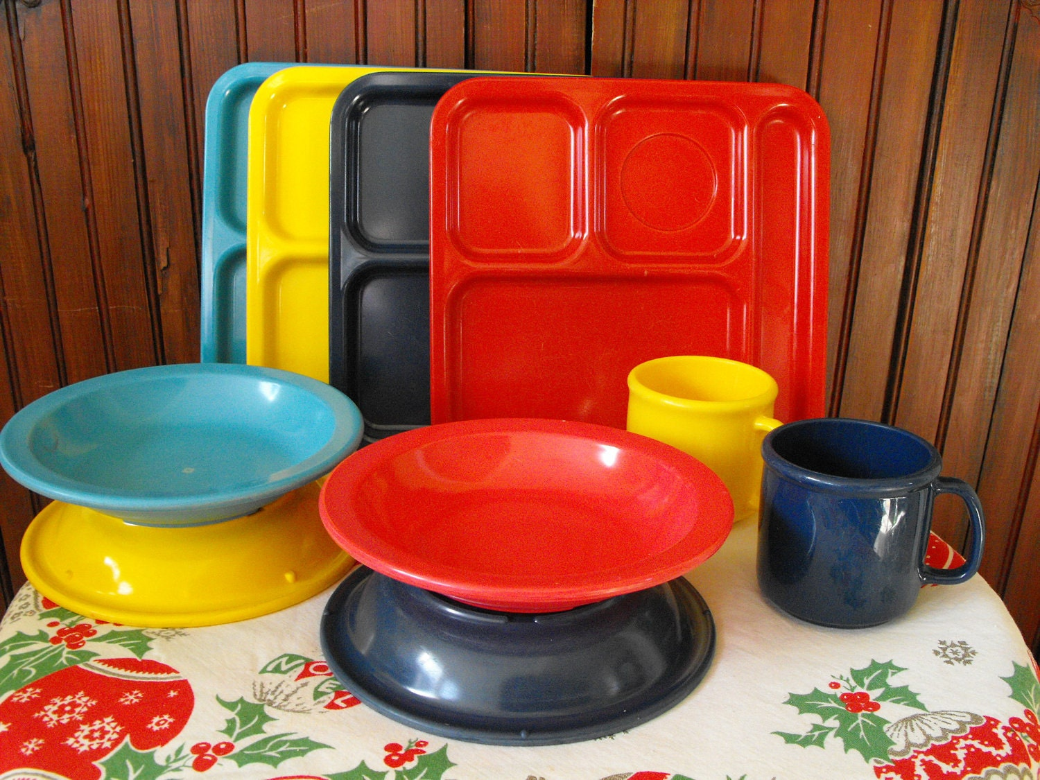 Vintage Texas Ware Melmac Lunch Trays, Dallas Ware Bowls and Cups Primary Colors