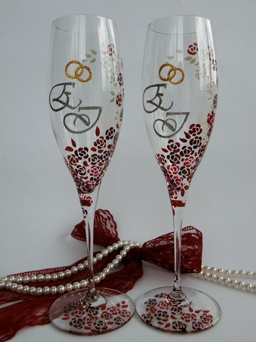 Hand painted wedding toasting flutes set of 2 by pastinshs for Painted wine glasses with initials