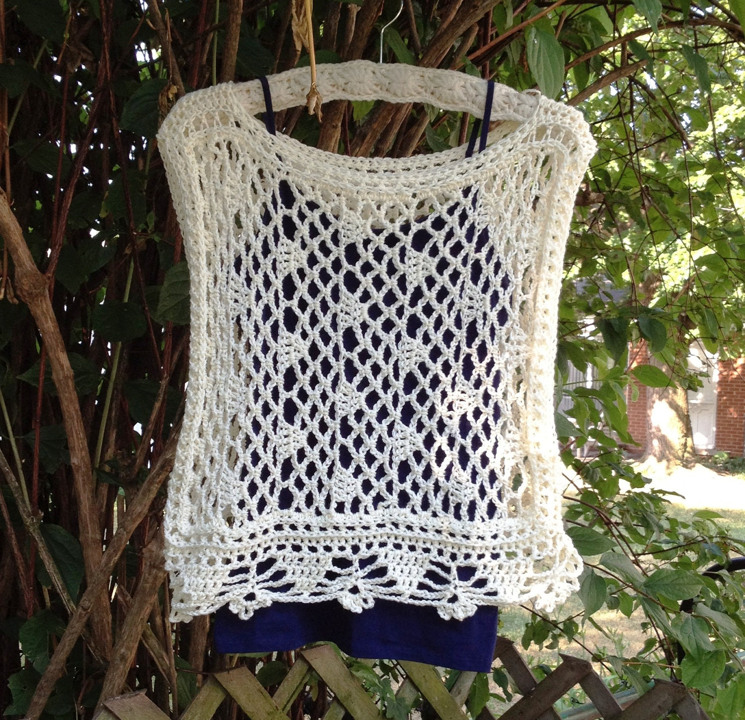 """DROPS dress in """"Muskat"""" with lace pattern, short"""