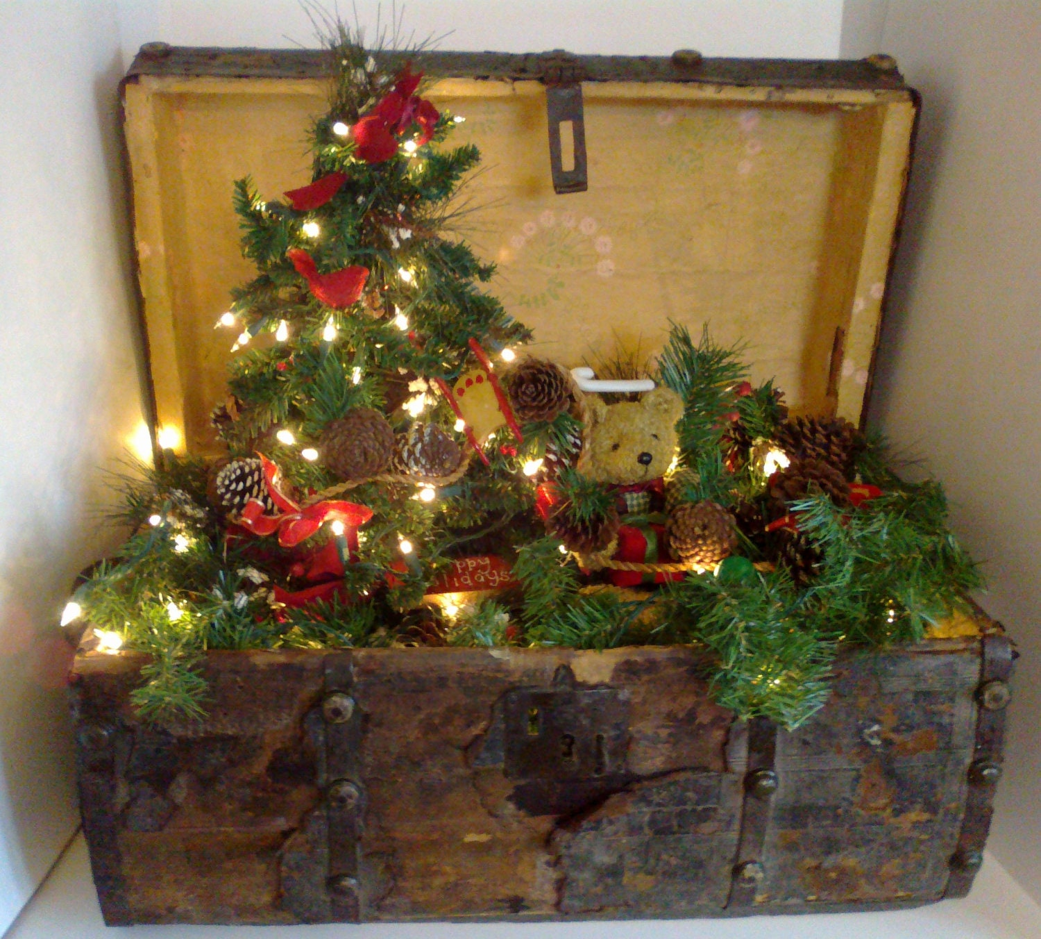 Antique christmas trunk with christmas tree and by for Antique christmas tree decoration
