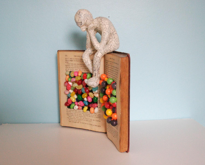 Мыслитель на Candy Книги (Оригинал скульптуры)