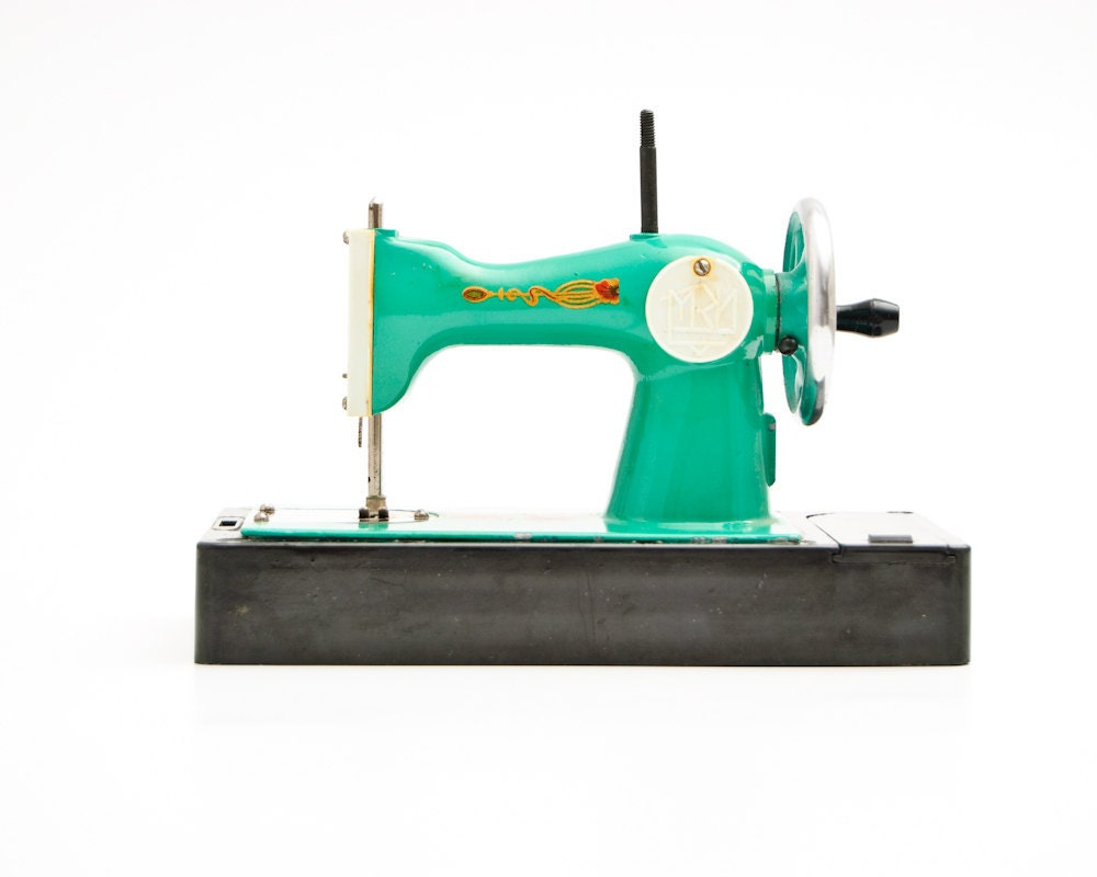 Toy Vintage Sewing Machines