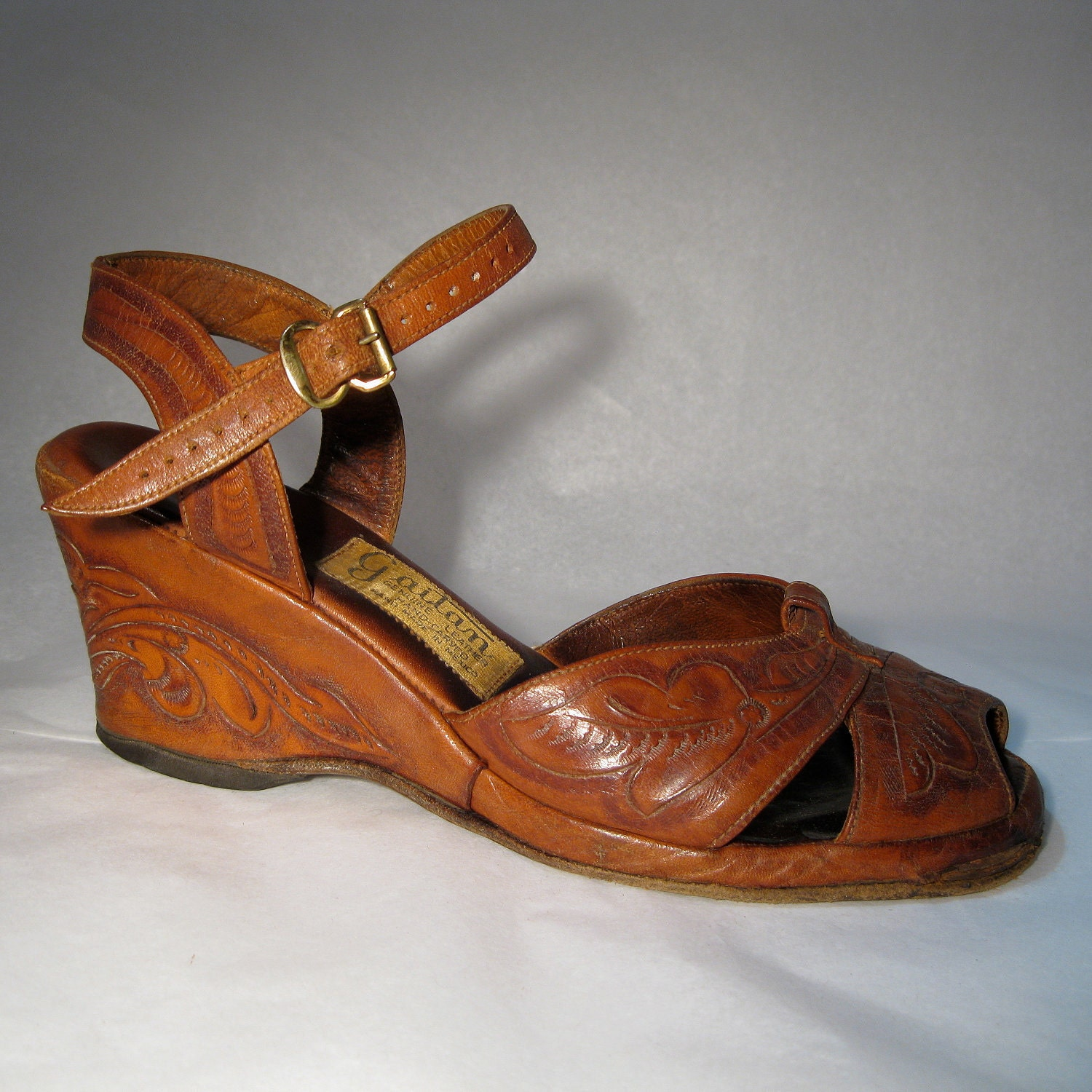 vintage 1940s wedge shoes handtooled leather by alexsandras
