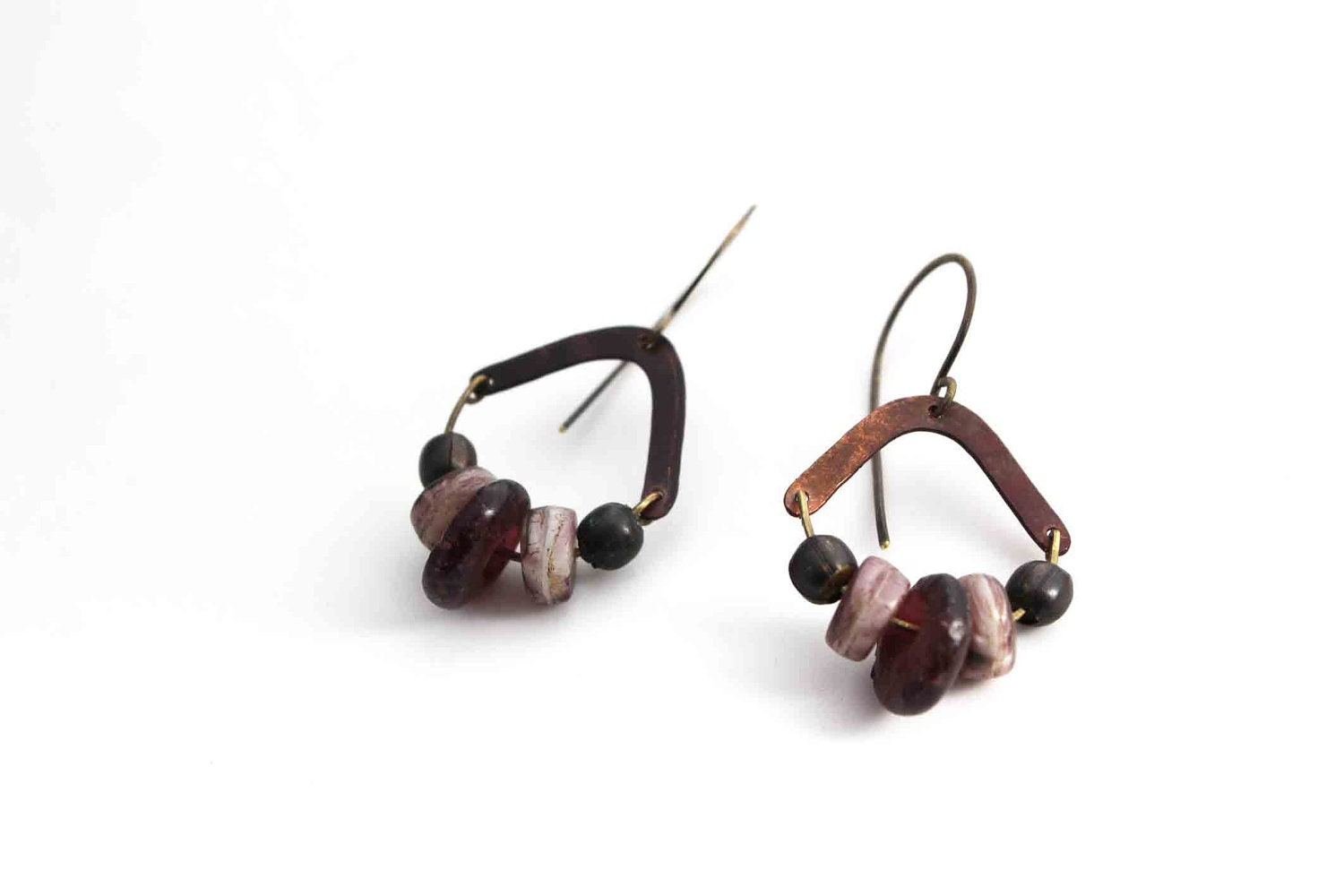 Berries and copper earrings - blackberry mauve glass beads - tribal inspired - LucieTales