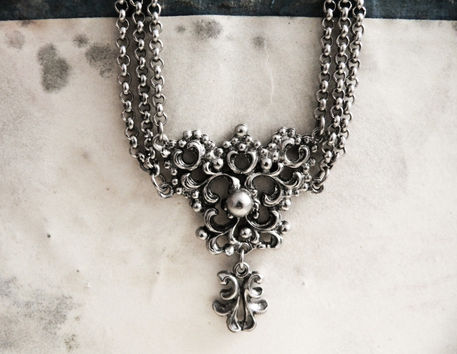 Vintage 1960s Silver Ornate Victorian Necklace - mablum