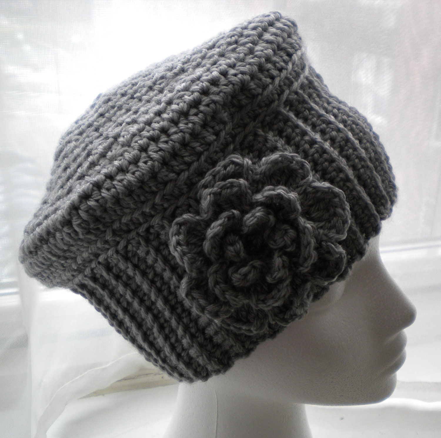 Crochet Flower For Hat : CROCHET HAT PATTERN - Cloche Hat with Flower