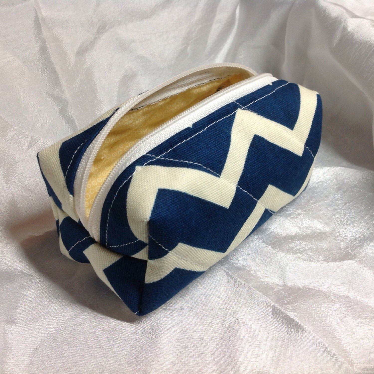 Small Navy Chevron Makeup Bag - MeresCrafts