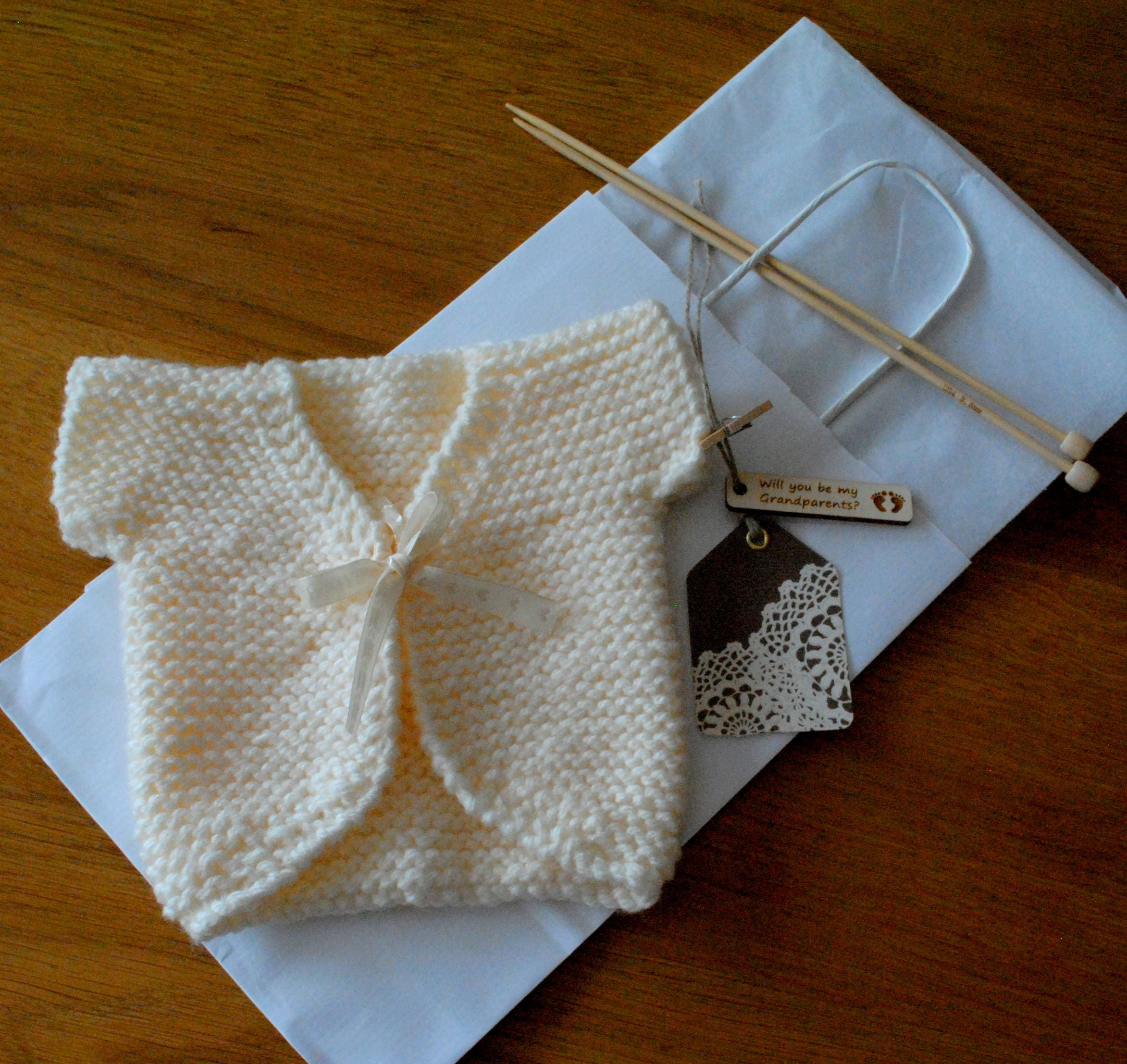 Baby Clothes Pregnancy Reveal Grandparents Baby Keepsake Gift Hand Knitted Engraved Wooden Tag Bag Miniature Jacket Baby Doll Cardigan